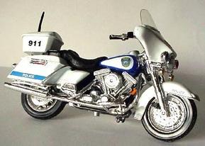 HARLEY DAVIDSON   MILWAUKEE POLICE DEPARTMENT MOTORCYCLE   MAISTO 118