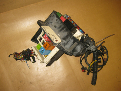 Watch additionally 1998 Buick Ultra Cruise Control Wiring Diagram furthermore 89 Honda Accord Under Hood Fuse Box likewise Schematic Of V8 Engine For 2005 Lincoln Sport in addition 96 Lincoln Town Car Fuse Box Diagram. on 1997 lincoln town car fuse box location