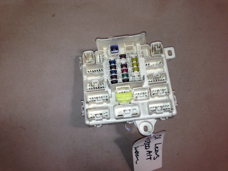 01-05 lexus is300 oem in-dash fuse box with fuses and relays tab broken