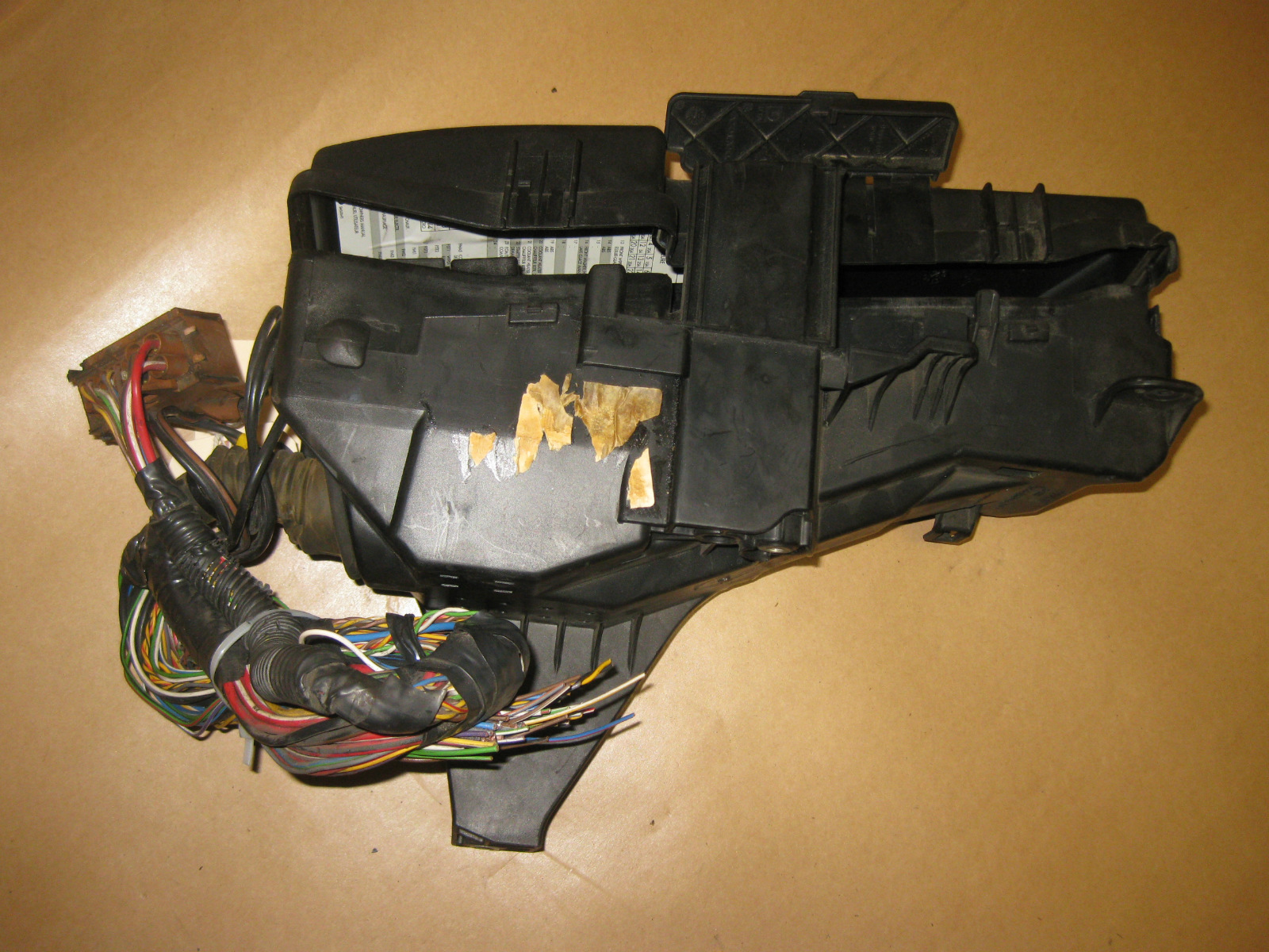 99 00 01 02 03 Volvo S80 Oem Under Hood Fuse Box W Fuses Part 9494210
