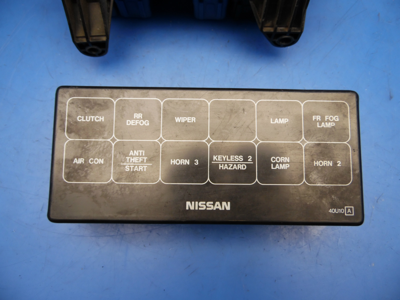 95-96 Nissan Maxima OEM under hood fuse box w/ fuses & relays *flaw