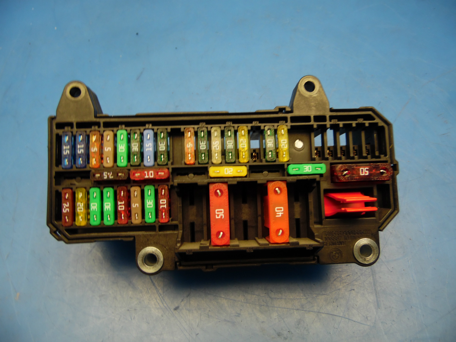 02-05 BMW 7 Series E65/E66 OEM fuse box with fuses Part # 18572 13133
