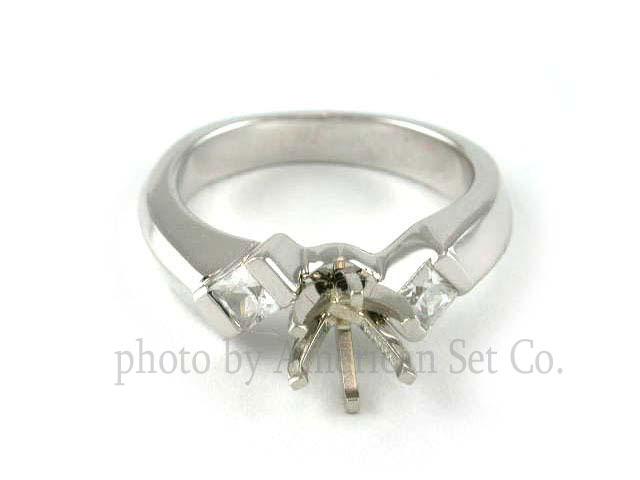 18K-WHITE-GOLD-3-STONE-DIAMOND-ENGAGEMENT-RING-SOLITAIRE-SETTING