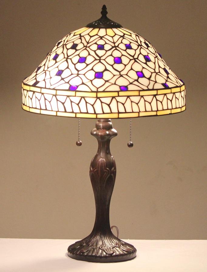 stained glass lamp quatrefoil w metal base tiffany spri. Black Bedroom Furniture Sets. Home Design Ideas