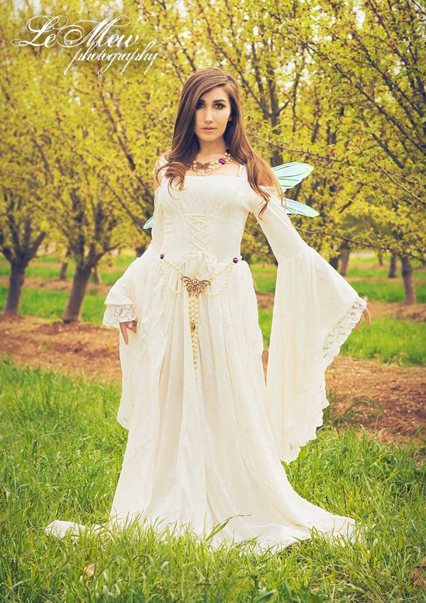 Medieval wedding gowns marie antoinette gowns gothic for Nature themed wedding dress