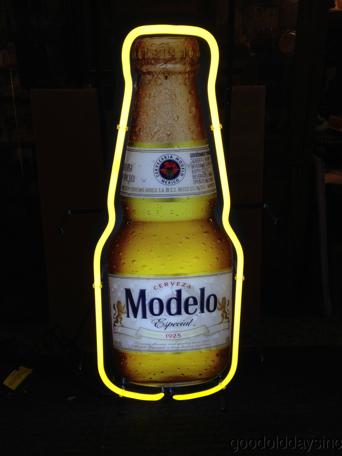 Modelo Bottle Neon Beer Sign