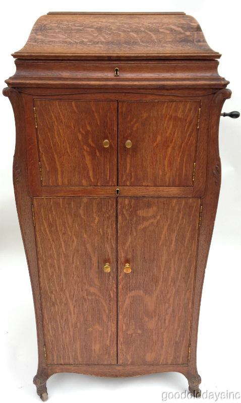 - Beautiful Deluxe 1918 Victor Victrola VV-XVI W Oak Cabinet