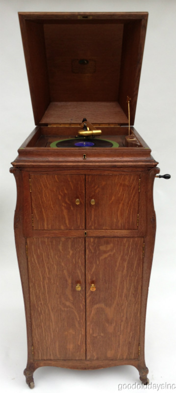 Beautiful Deluxe 1918 Victor Victrola VV-XVI w Oak Cabinet