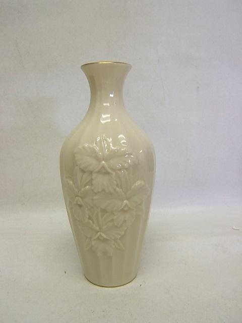 Lenox Vase Cream W Gold Trim Embossed Flowers Usa 7 12 Tall Guc