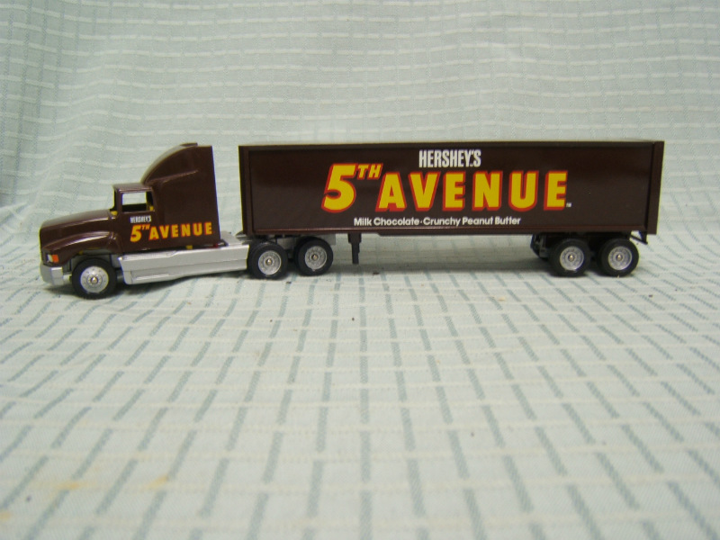 Details about Winross Hershey's 5th Avenue Chocolate Bar truck Mint  Condition