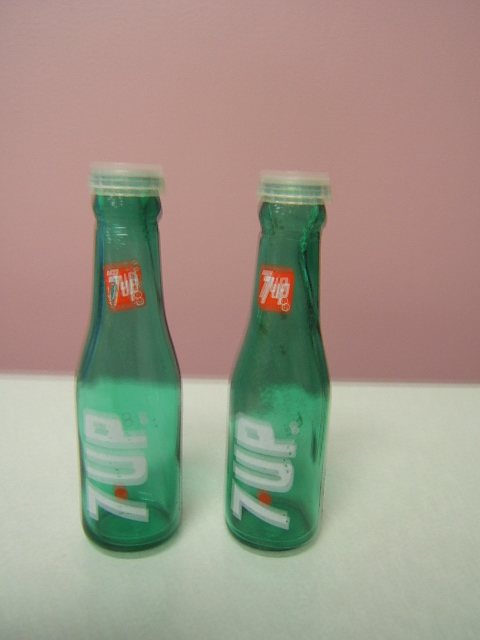 Novelty 7 Up Salt And Pepper Shakers Soda Bottle Shaped W