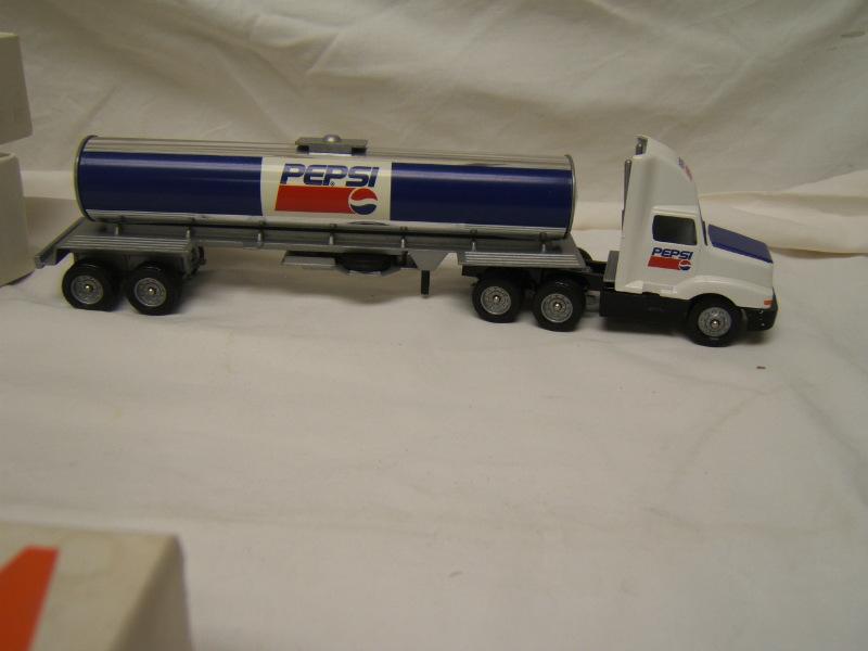 Winross Pepsi Cola Tanker International 8300 Cab Navistar Blue Tank 1993