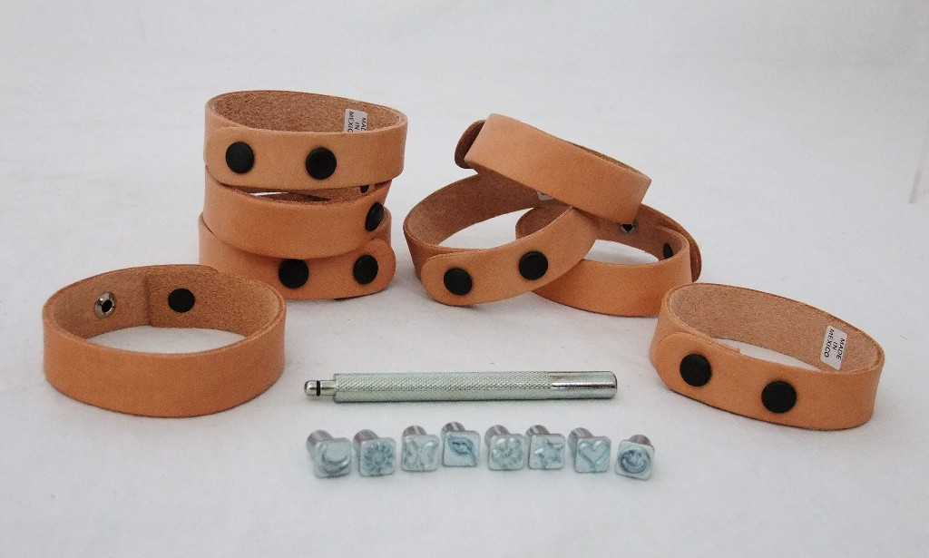Realeather Funtime Stamp Set w// 8 Stamp Tools 1 Handle 8 Wristbands T4910-08