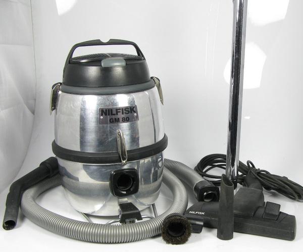 nilfisk type gm 80 staubsauger 1200 watt motor mit starkem fahrgestell. Black Bedroom Furniture Sets. Home Design Ideas