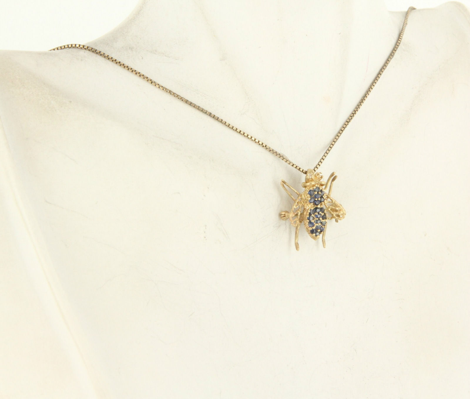 Sartoribros1 estate 14 karat yellow gold sapphire bumble for 14 karats fine jewelry