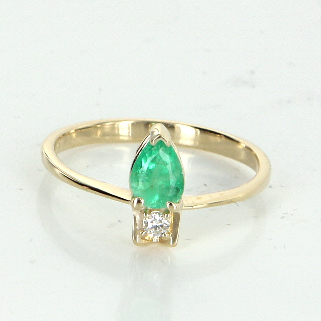 emerald stacking ring vintage 18k yellow gold