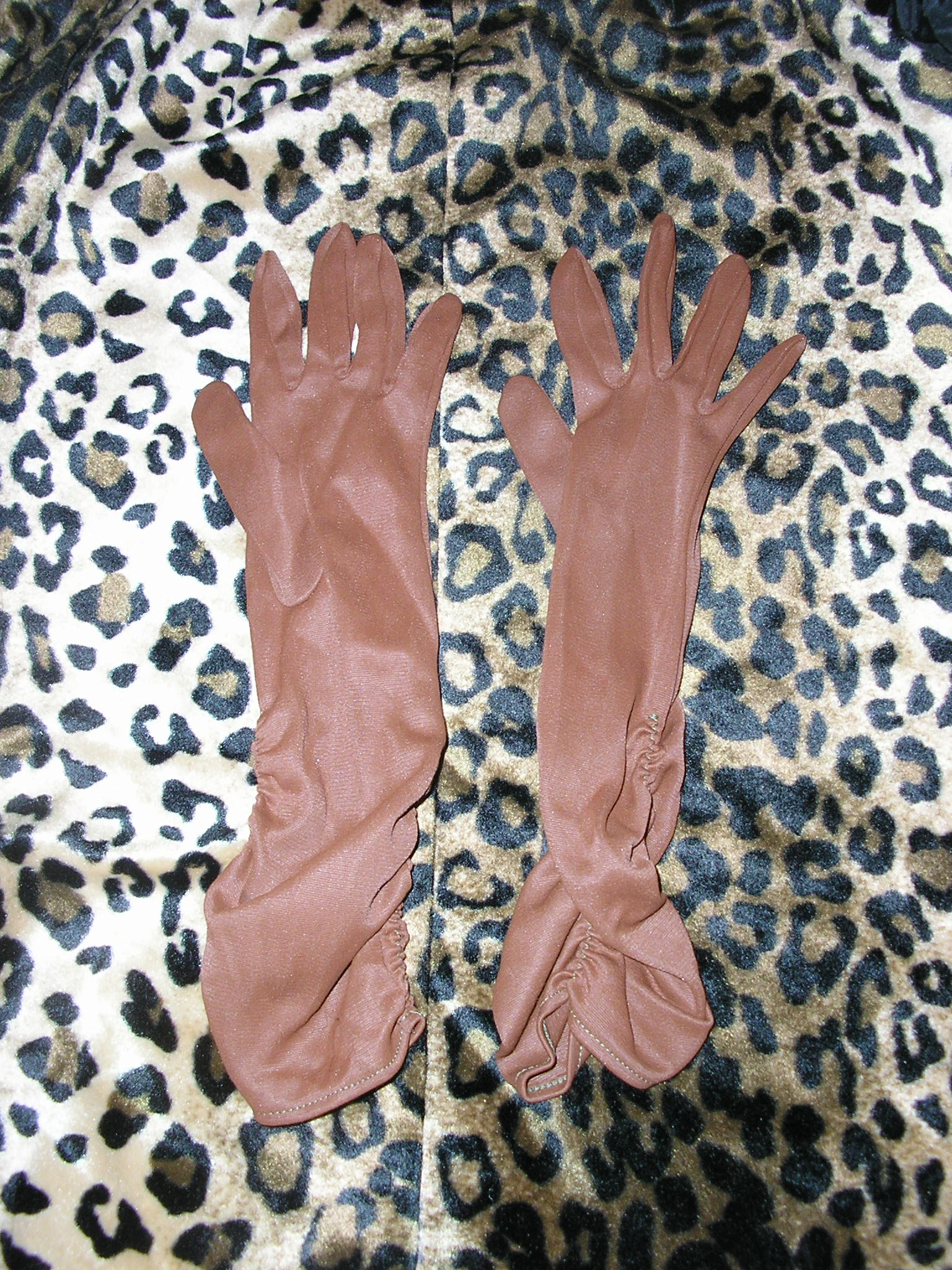 1950s 6.5 brown long elbow nylon ruched evening gl
