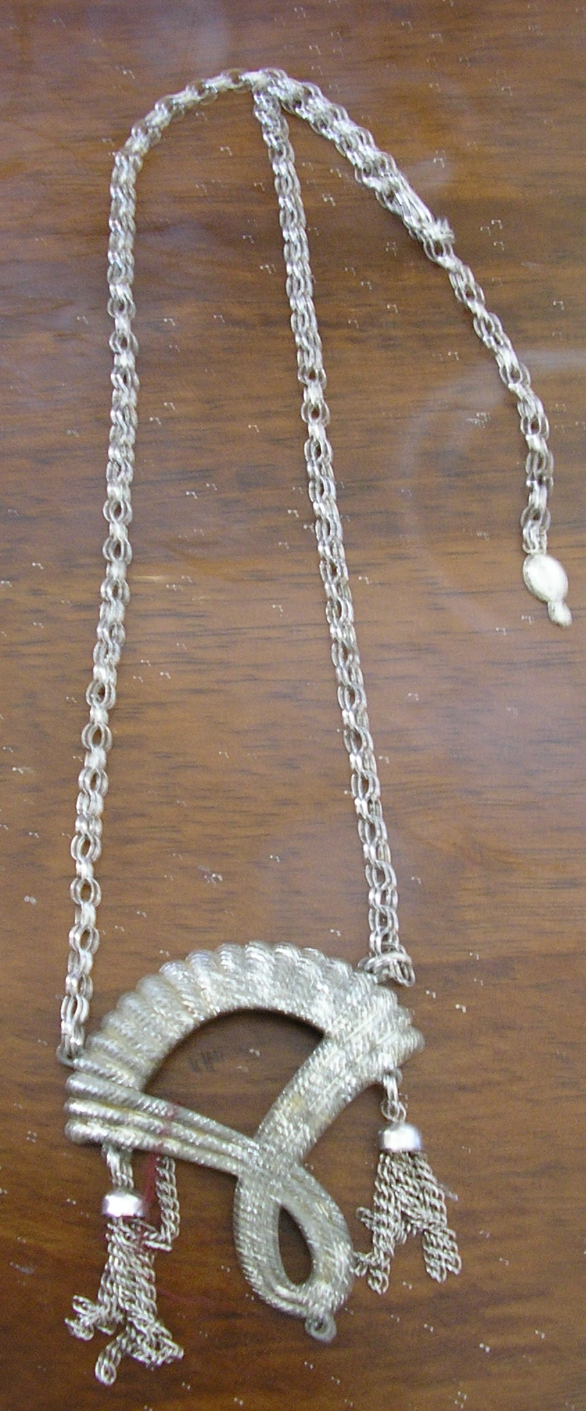 1970s flapper style vintage silver necklace.length