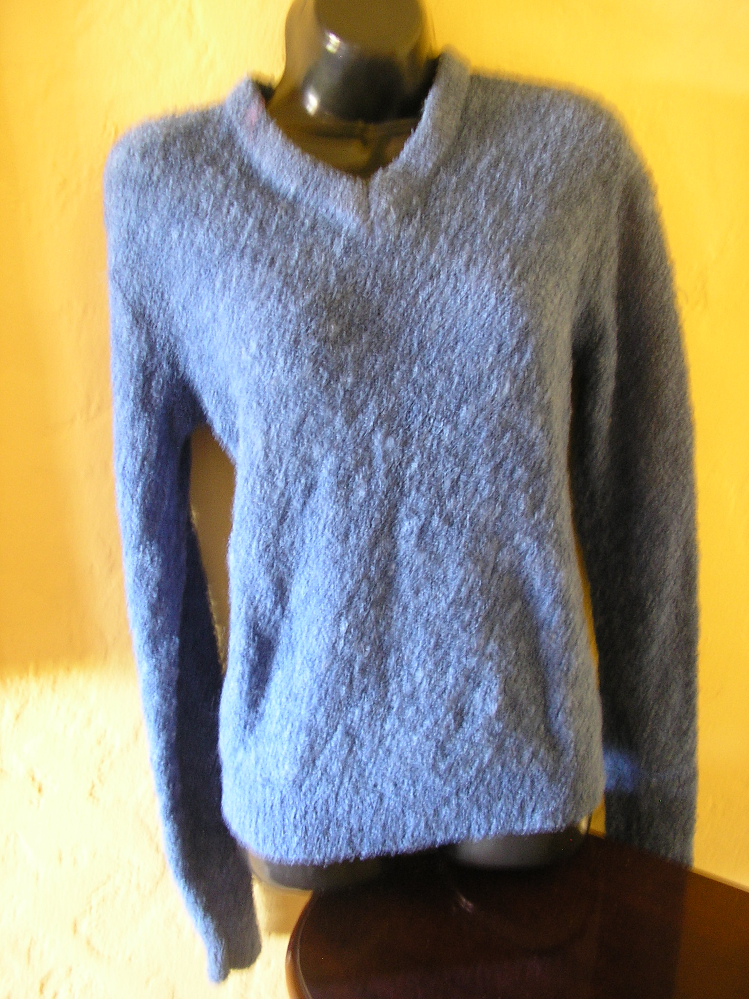 1970s fuzzy blue sweater sz medium