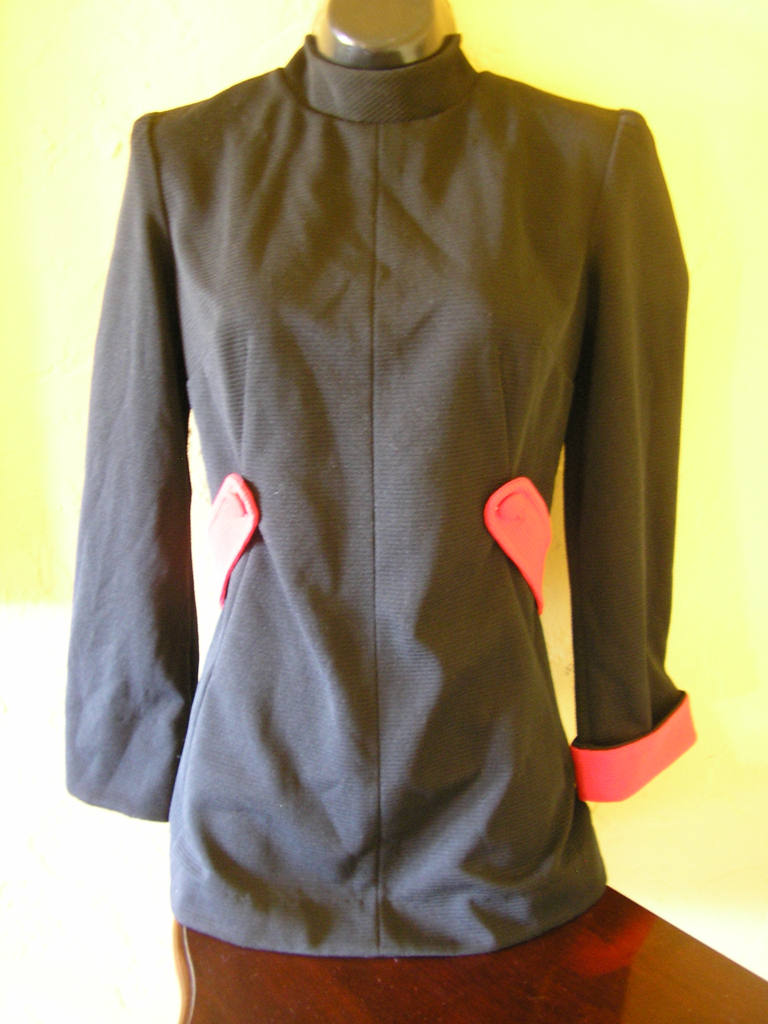 1960s black stretch Logans Run black red tunic sz