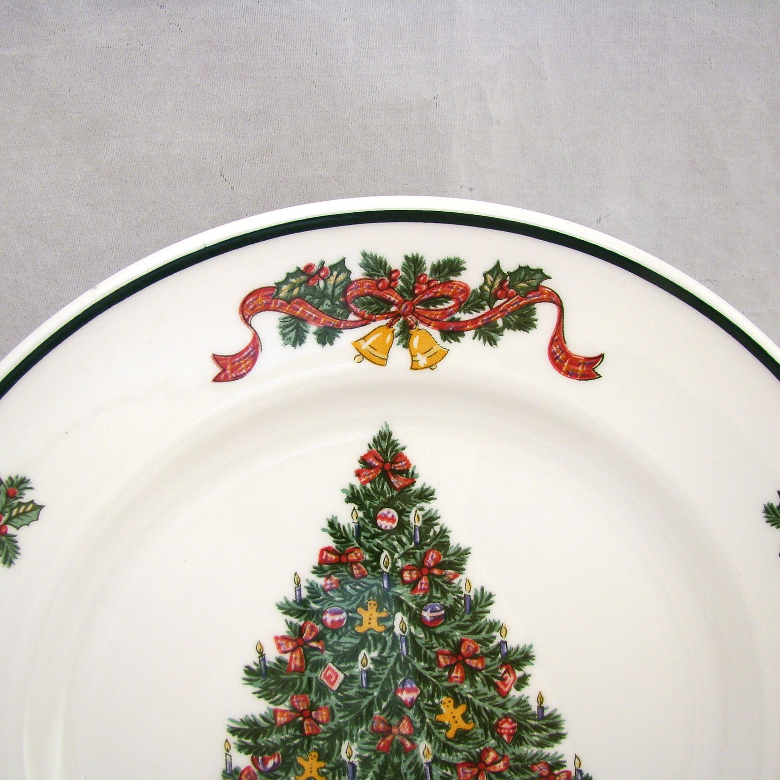 Johnson Brothers VICTORIAN CHRISTMAS Dinner Plate(s) 10 1/4\