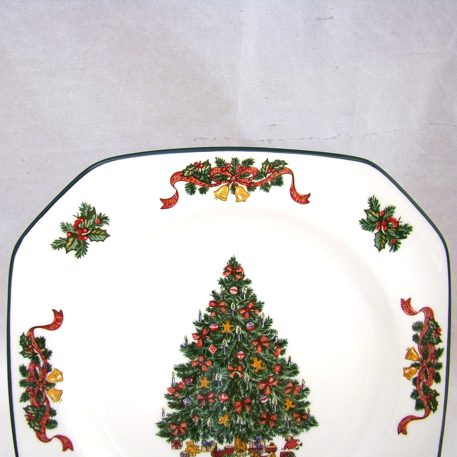 Johnson Brothers VICTORIAN CHRISTMAS Square Salad Plate(s) 7 1/2\