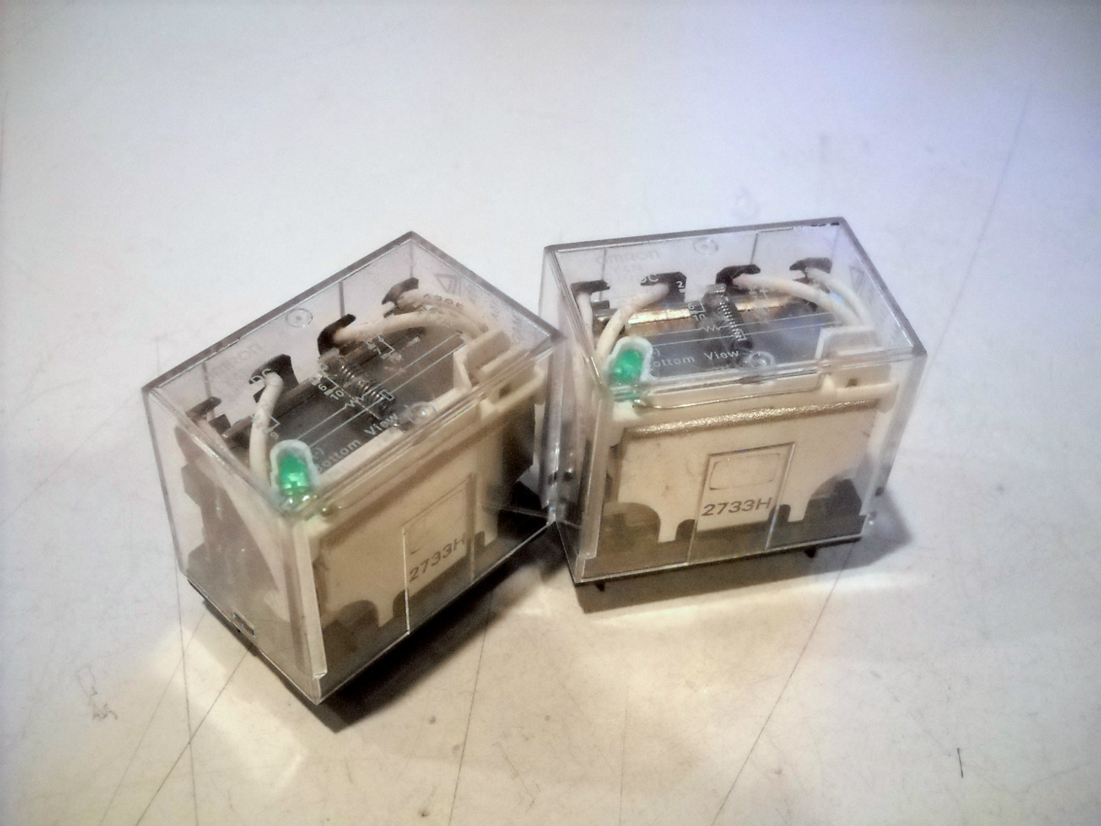 Slightly Used Lot Of 2 Omron Plug In Relay 14 Pin 24