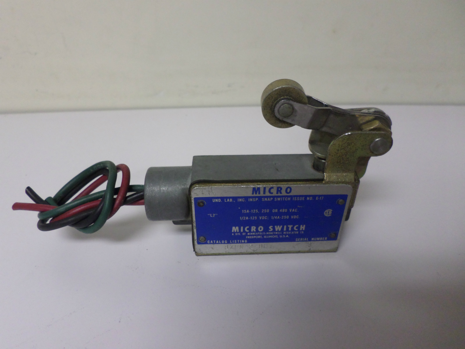 Used Honeywell Micro Switch 15a Roller Lever Limit Bzln 2 Rh With