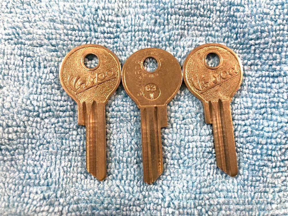 Foreign Auto Key Blank 63V with Branded Logo (DL V