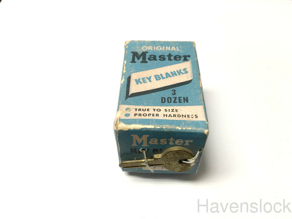 Vintage Master Lock Lion 7K key blank with Box. 36