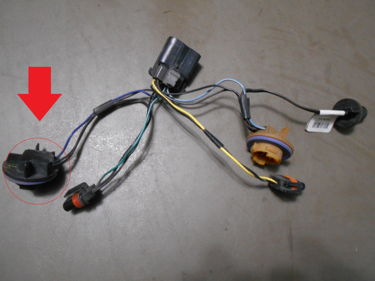 07 13 Tahoe Avalanche Rh Side Headlight Brown Black Purple Wire Wiring Harness This Is The Socket With Pigtail Wires That Was Cut Off Passengers