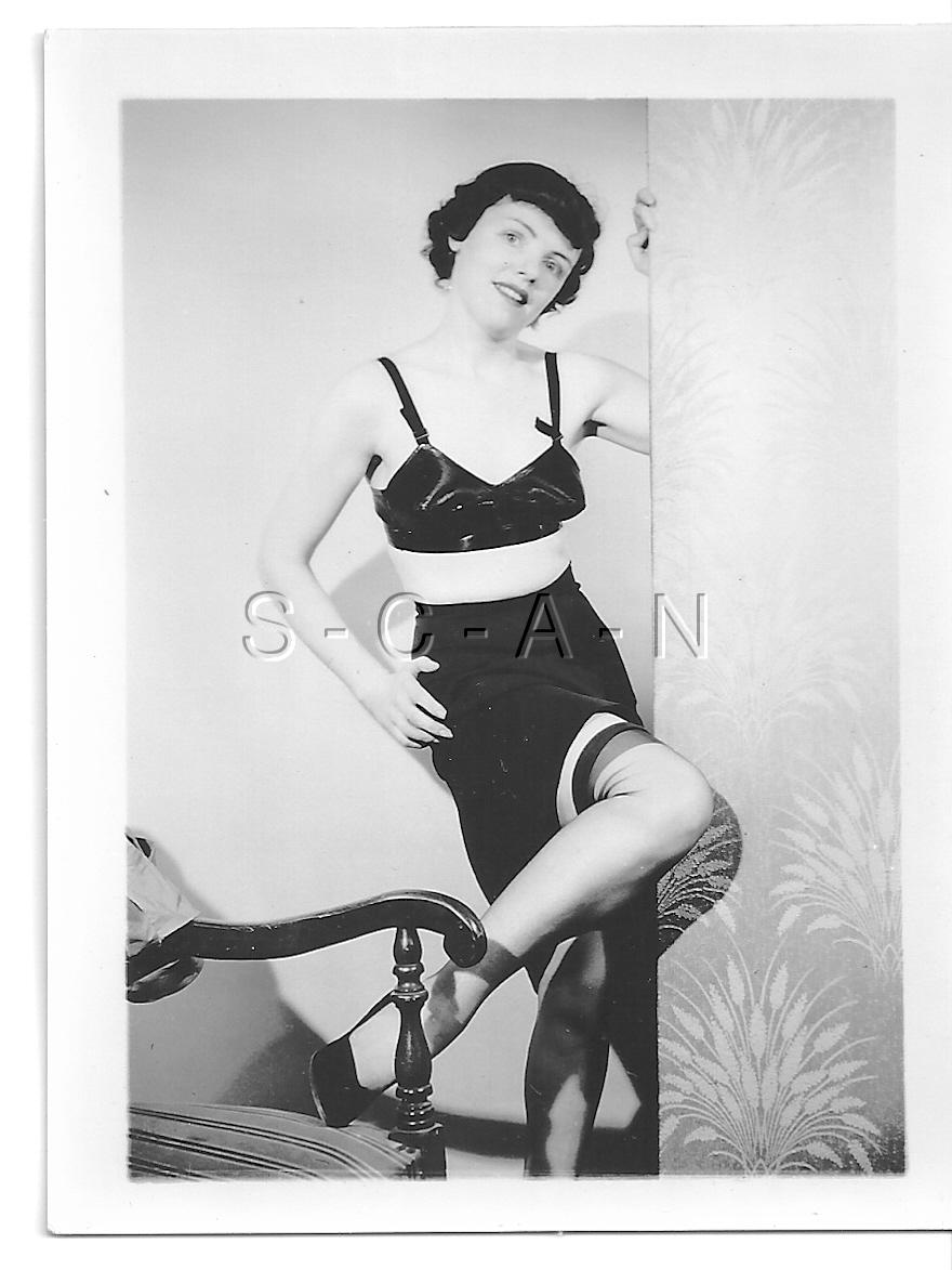 Details about Original Vintage 40s-50s Nude RP- Black Bullet Bra- Slip-  Stockings- Heels- Legs 23437b57d