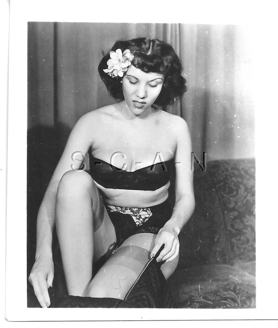 ORIGINAL VINTAGE 1940S-60S Nude RP- Endowed Woman- Heels