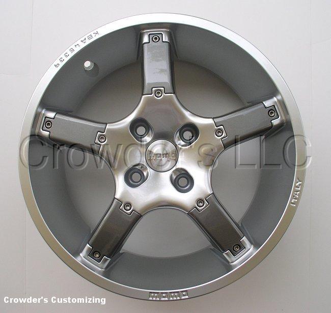 MOMO Tuner Silver 4 Lug