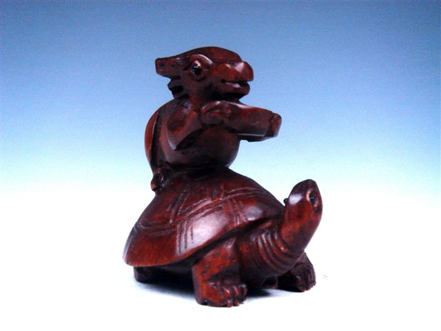 Boxwood hand carved netsuke sculpture miniature cattle on