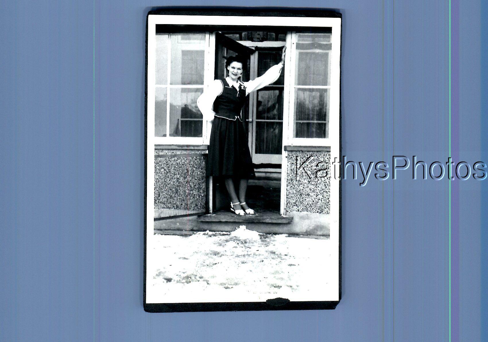 Populair Merk Found B&w Photo K_0162 Pretty Woman In Dress Posed On Porch