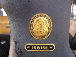 SINGER Sewing Machine * Heavy Duty * 111W155 w MOTOR & TABLE