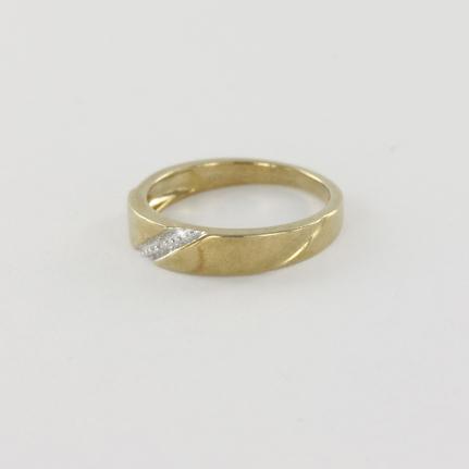 ... anneau de mariage en or jaune sertie de diamants une bague de style de