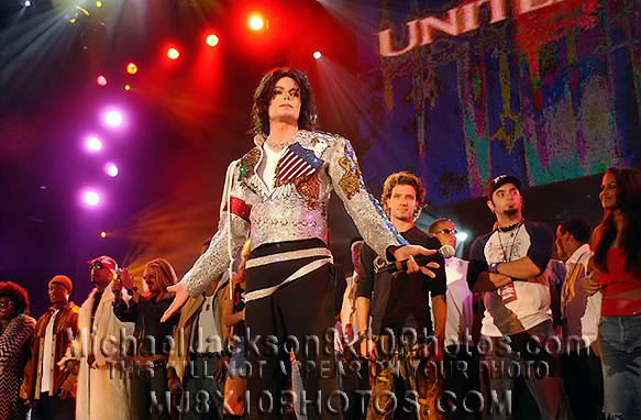 MICHAEL JACKSON  THE PATRIOTIC MJ SHOW (2) RARE 8x10 PHOTOS