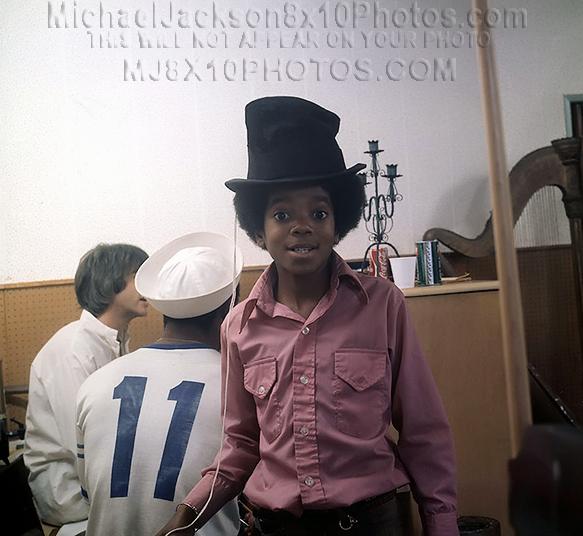MICHAEL JACKSON  10YEARS OLD IN STUDIO (2) RARE 8x10 PHOTOS