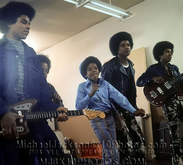 MICHAEL JACKSON  10YEARS OLD IN STUDIO (2) RARE 8x10 PHOTOS