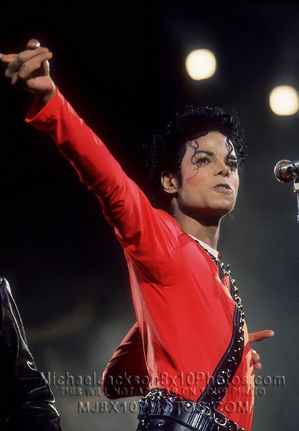 MICHAEL JACKSON  1987 BAD TOUR ONSTAGE (3) RARE 8x10 PHOTOS