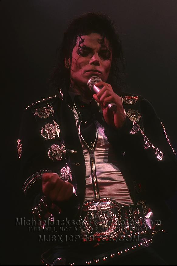 MICHAEL JACKSON 1987 BAD TOUR ONSTAGE (2) RARE 8x10 PHOTOS