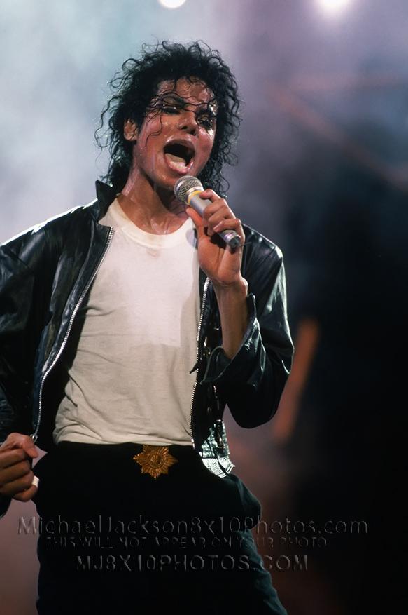 MICHAEL JACKSON 1987 BAD TOUR ONSTAGE (1) RARE 8x10 PHOTO