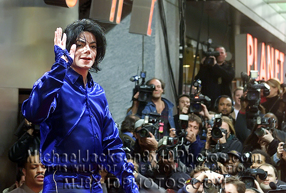 MICHAEL JACKSON  2001 INVINCIBLE TOUR (3) RARE 8x10 PHOTOS