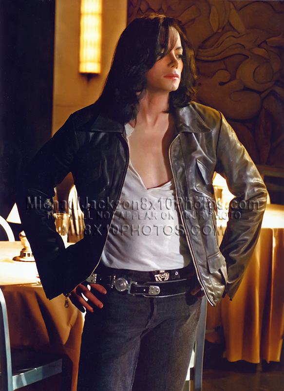 MICHAEL JACKSON  2007 DANCING ON TABLE (5) RARE 8x10 PHOTOS