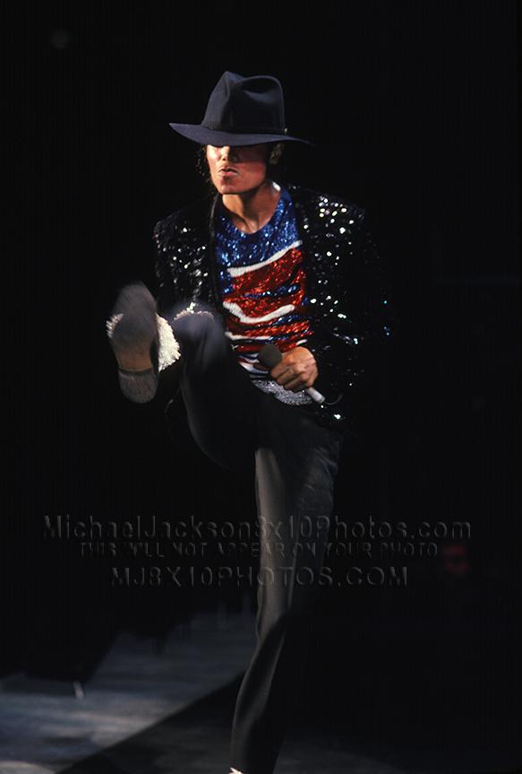 MICHAEL JACKSON 84 BILLIE JEAN LEG UP (2) RARE 8x10 PHOTOS