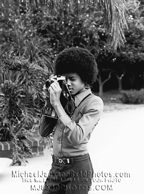 MICHAEL JACKSON  AGE11 TAKING PICTURES (3) RARE 8x10 PHOTOS