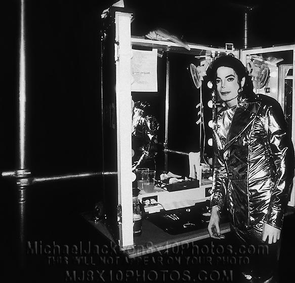 MICHAEL JACKSON HISTORY TOUR BACKSTGE (1) RARE 8x10 PHOTO