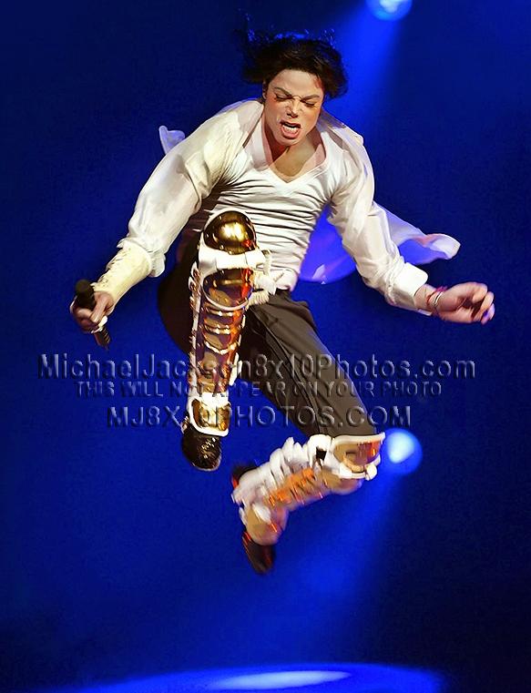 MICHAEL JACKSON  ONSTAGE inGOLDen LEGS (2) RARE 8x10 PHOTOS